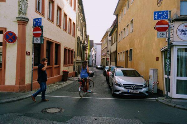 Entrada a una calle de Würzburg (06.06.2018). (1)